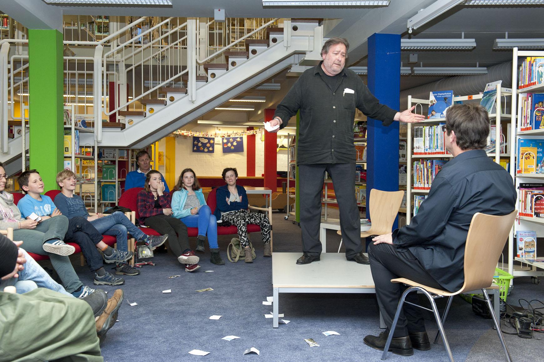 """Die """"Improsanten"""" in der Stadtbücherei Weilheim"""